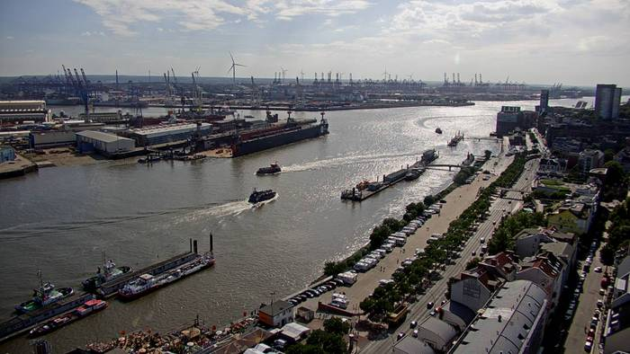 HD Live Webcam Hamburg - St. Pauli - Landungsbrücken - Empire Riverside Hotel