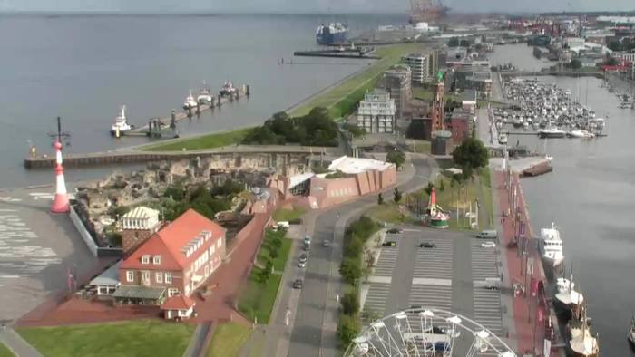 HD Live Webcam Bremerhaven - Neuer Hafen - Atlantic Hotel Sail City