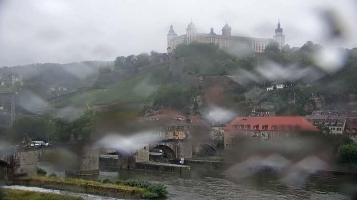 HD Live Webcam Würzburg - Festung Marienberg - Hotel Alter Kranen