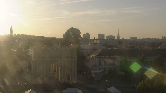 HD Live Webcam Potsdam - Brandenburger Tor - Hotel am Luisenplatz