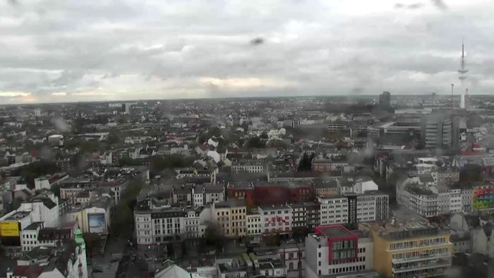 HD Live Webcam Hamburg - St. Pauli - Reeperbahn - Empire Riverside Hotel
