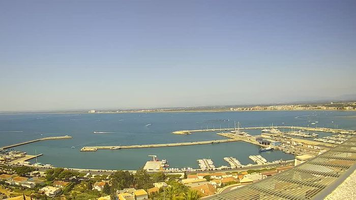 HD Live Webcam Fishing Port of Roses and the Bay - webcam live