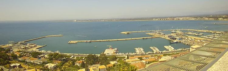 Livecam Fishing Port of Roses and the Bay - webcam live