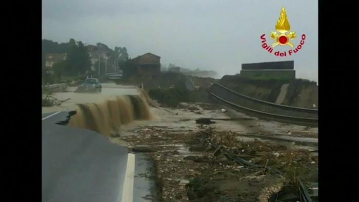 Sintflutartige Regenfälle! Schwere Schäden in Süditalien