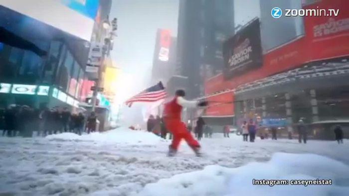 Halbnackt im Schnee: Bizarre Blizzard-Späße in den USA