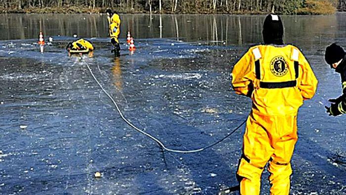 Gefrorener See: Wie dick muss das Eis sein?