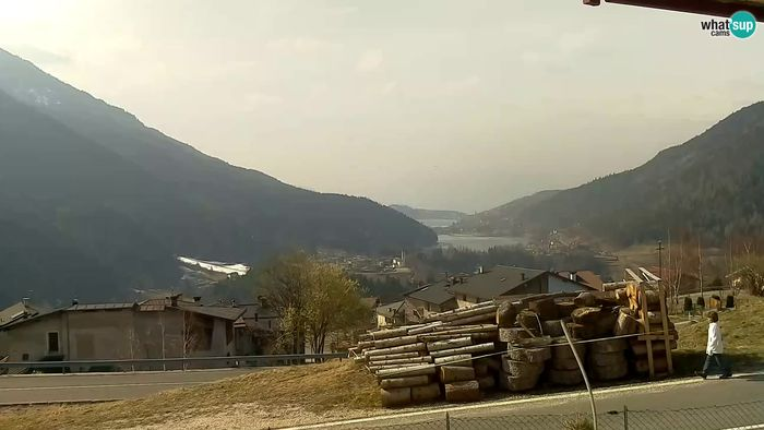 HD Live Webcam Bedollo - view of Piazze Lake