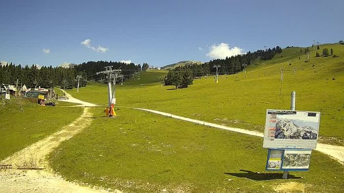 HD Live Webcam Krvavec - funicular station