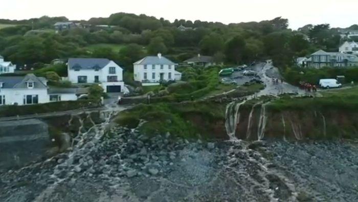 Massive Unwetter Im Süden Von England Videos Wettercom