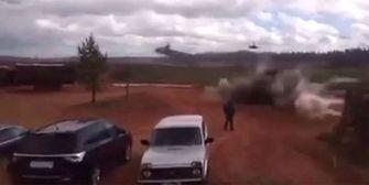 Besoffen? Russischer Hubschrauber feuert auf Parkplatz