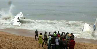 Flugzeug während Sturm ins Meer gestürzt - Mehrere Tote