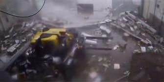 Armageddon im Lagerhaus: Tornado wütet mit 180 km/h
