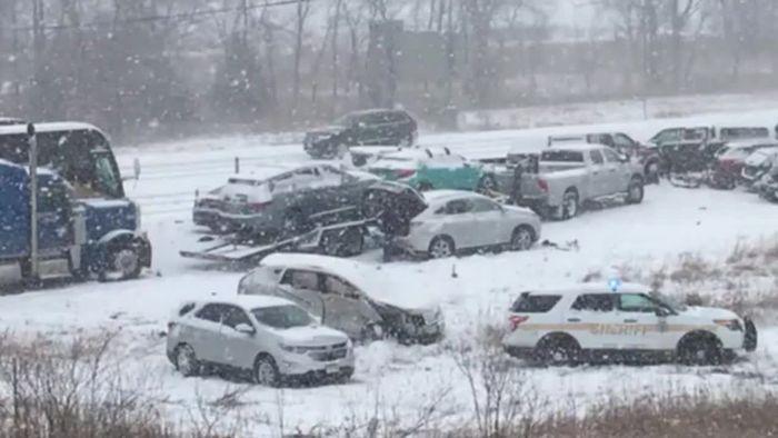 Tödliche Massenkarambolage nach Schneefall