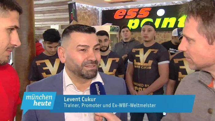 """Profiboxen – offizielles Wiegen der Münchner Kämpfer vor der Liveübertragung der """"Boxnacht 3"""" bei münchen.tv"""