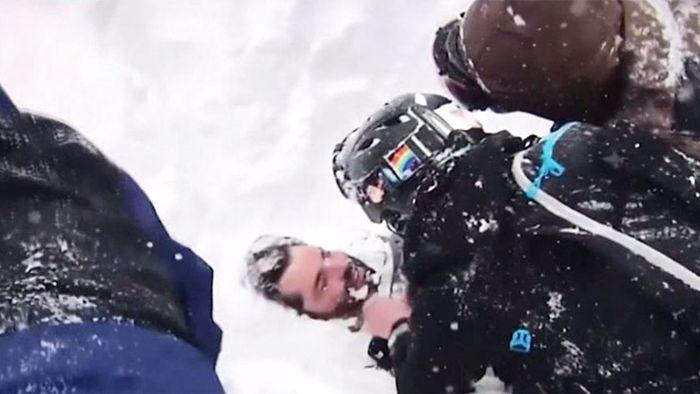 Lebendig begraben: Snowboarder unter Lawine gerettet