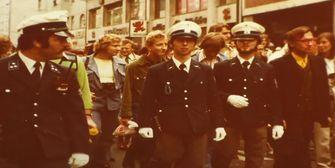 Erst blau, dann grün, dann blau: Neue Uniform für das Urgestein der Polizei München