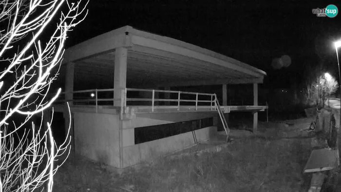 HD Live Webcam Building - Crnice