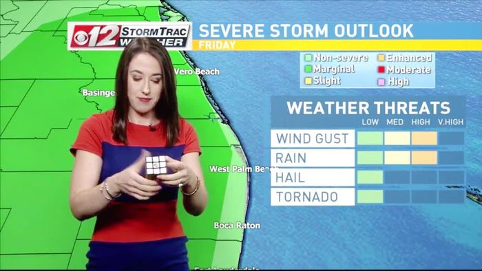 Wetterfee löst Zauberwürfel während TV-Vorhersage