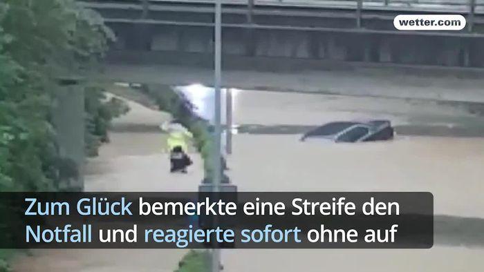 In Letzter Sekunde Mann Aus überflutetem Auto Gerettet Videos