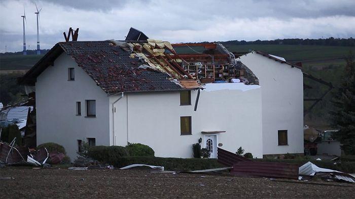 Während des Sturms wurden viele Häuser abgedeckt.
