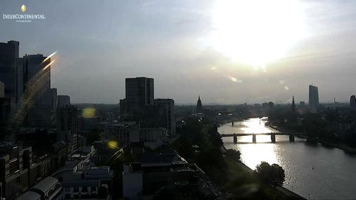 HD Live Webcam Frankfurt am Main - Mainufer - Hotel InterContinental
