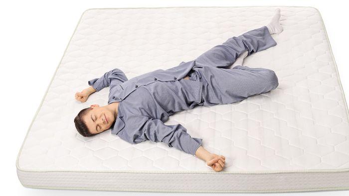 Bei Deiner Matratze solltest Du zwei wichtige Eigenschaften beachten.