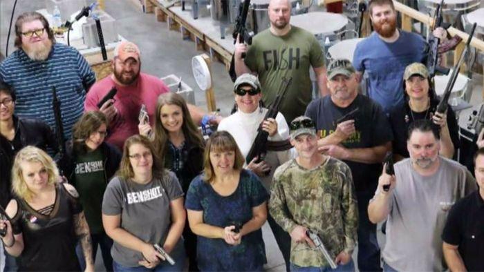 Typisch USA: Firma schenkt Mitarbeitern Waffen zu Weihnachten