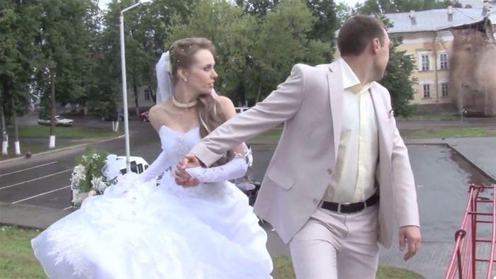 Bei Hochzeit: Häuserfassade stürzt ein
