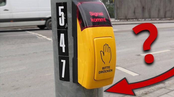 Unter den Ampeln am Fußgängerüberweg befindet sich ein Knopf – nur wenige wissen, was er bedeutet.