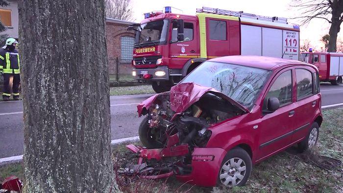 Am Mittwochmorgen kam es zu einem schweren Glätteunfall in Brandenburg.