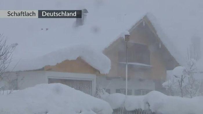 Deutschland, Österreich, Slowakei, Polen: Schneechaos in Europa