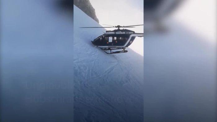 Unglaubliches Hubschraubermanöver in den Alpen