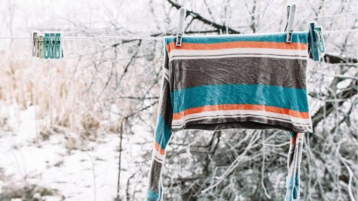 Auch bei Frost kann man seine Wäsche draußen waschen.