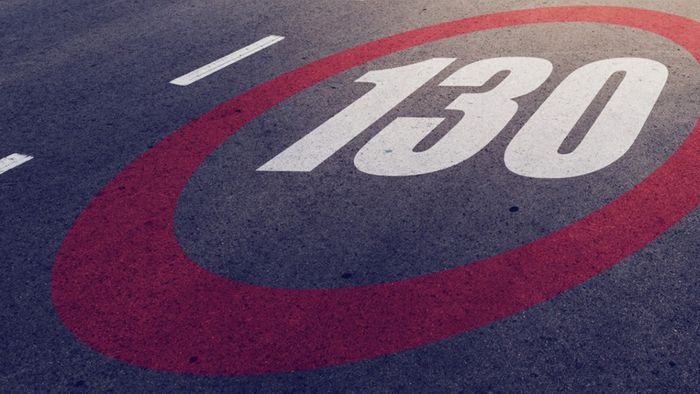 Das Tempolimit von 130 km/h auf deutschen Autobahnen ist umstritten.