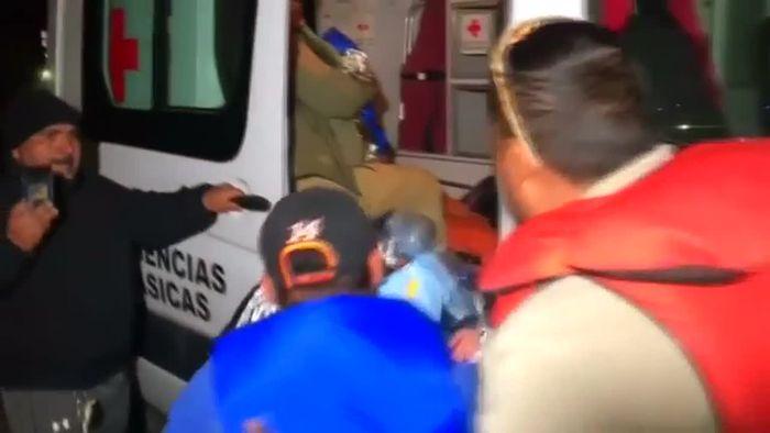 Familie mit Kleinkindern aus dem Rio Grande gerettet