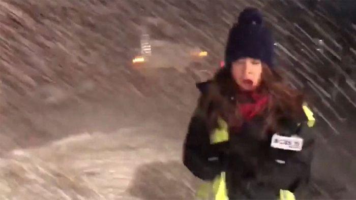 TV-Reporterin bekommt ungewollte Dusche