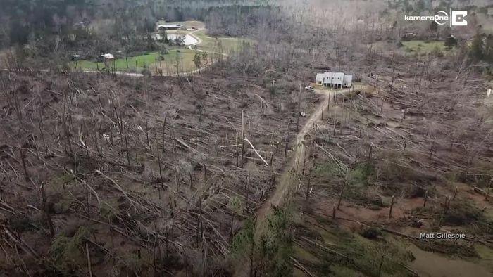 Kleines Wunder: Haus steht unbeschadet inmitten von Tornado-Schneise