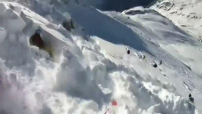 Gewaltiger Schock: Skifahrer filmt überraschenden Lawinenabgang