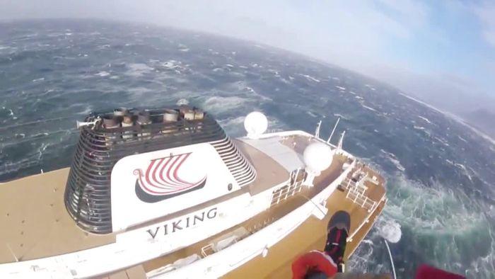 Kreuzfahrtschiff in Seenot: Passagiere mit Hubschraubern gerettet