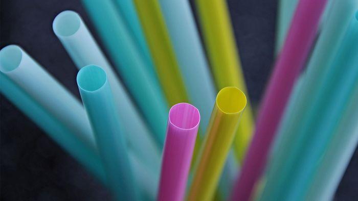 Das EU-Parlament hat ein Verbot von Einweg-Plastikprodukten beschlossen.