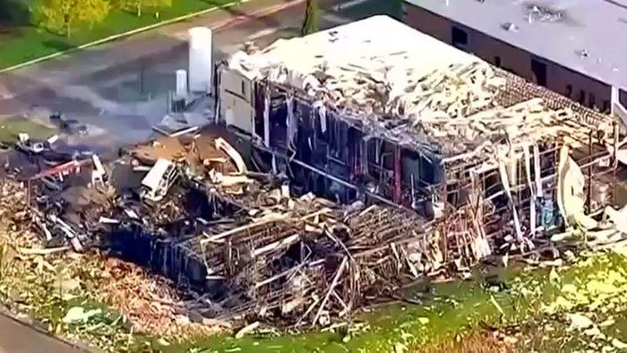 Ein Haufen Trümmer: Explosion zerstört Silikonfabrik