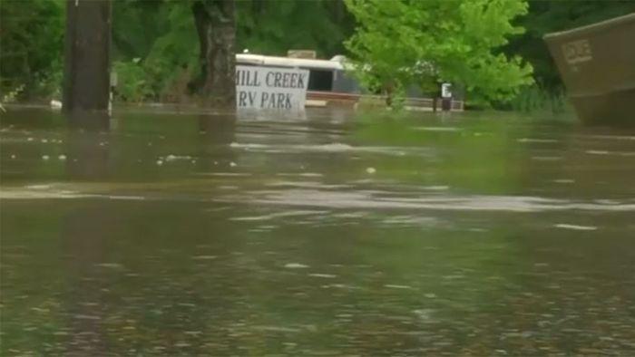Sturzflut-Warnung und Überflutungen in den USA