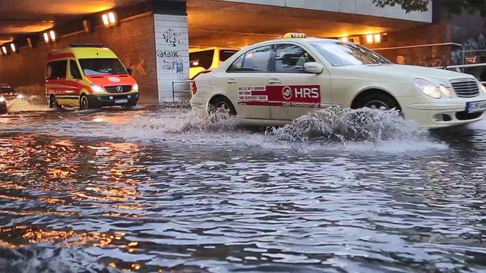 Tief AXEL hat schwere Unwetter und Überflutungen gebracht.