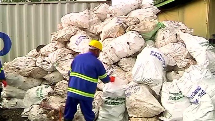 Mount Everest: Leichen und elf Tonnen Müll eingesammelt