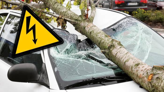 Unwetter können heftige Schäden an Autos verursachen.