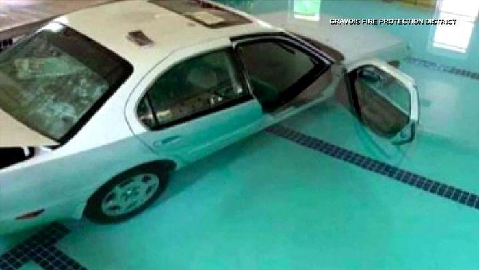 Auf Weg zur Wassergymnastik: 93-Jährige fährt mit Auto in Swimmingpool