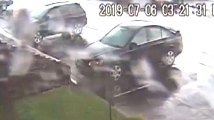 Heftig: Tornado lässt Auto abheben