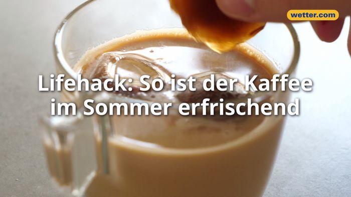 Kaffee wird mit Kaffeeeiswürfeln kälter