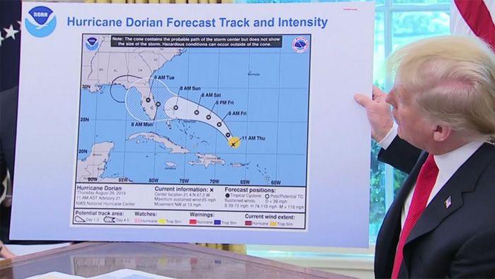Trump als Besserwisser? US-Präsident zeigt manipulierte Hurrikan-Karte