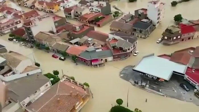 Überflutungen in Spanien: Militär auf Rettungsmission
